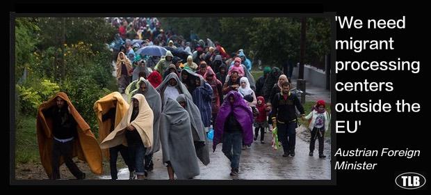 migrantswalking12