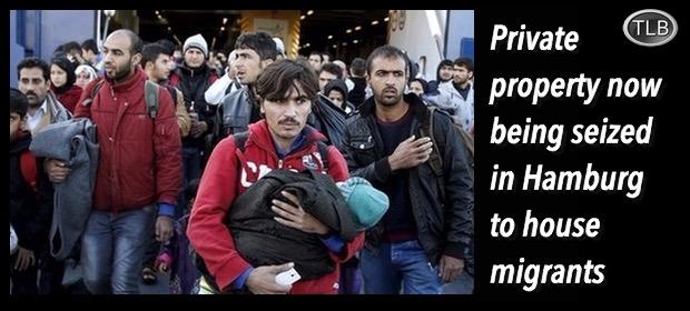Migrantsoutsidetrainstation12