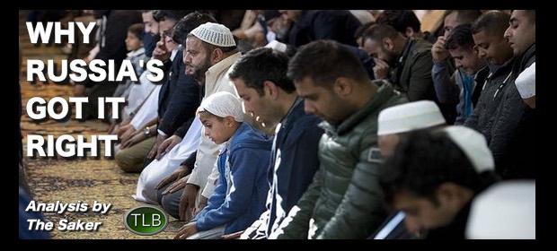 Muslimmenkneelingpraying112